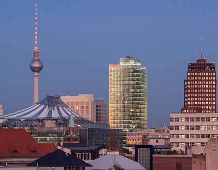 Discover secret places, unusual attractions or hidden spots in Berlin.