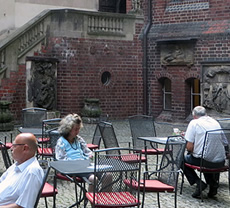 A tranquil and charming courtyard cafe
